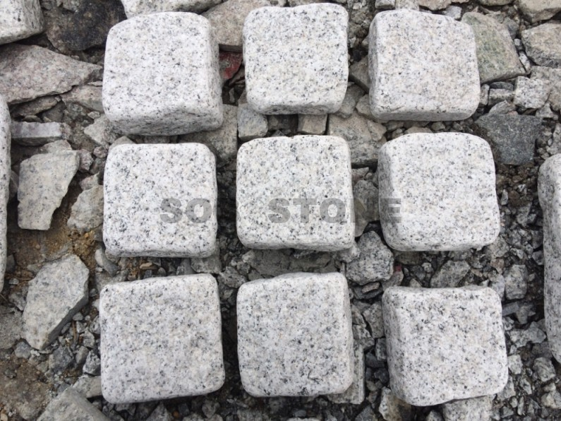G601 White Granite Cobbles Tumbled 10x10cm Paving Stone