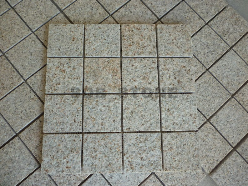 G682 Rusty Yellow Granite Cobbles On Sheet Paving Stone