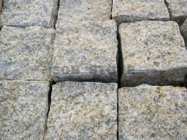 G682 Rusty Yellow Granite Cobblestone Pavers